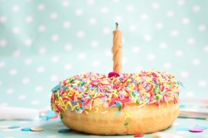 photography of doughnut cake